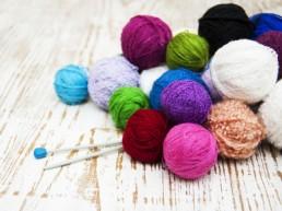 Pelottes colorées de laine prêtes à coudre
