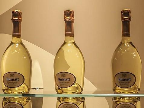 Présentation de bouteilles de champagne